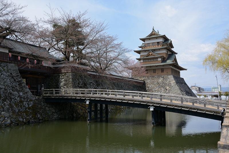 高島城「天守閣と太鼓橋」